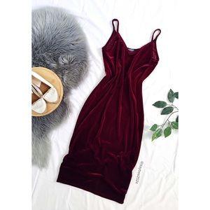 🌿 Soft Maroon Velvet Midi Dress 🌿